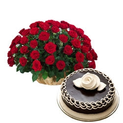 Red Choco Delight  20 Red Roses , 1/2 Kg Chocolate Cake