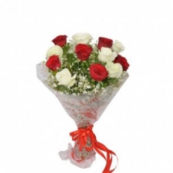 10 Red And White Rose Bunch